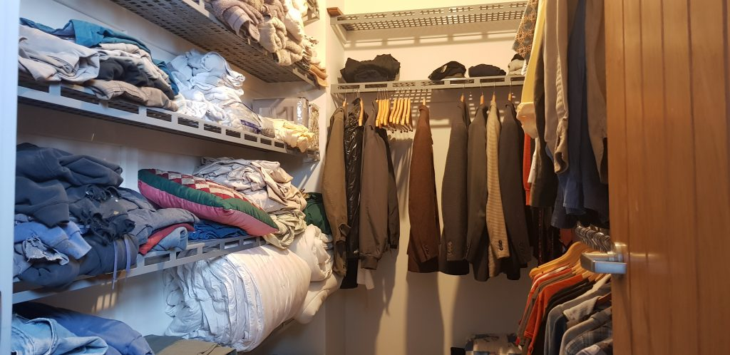 Walk in closet with the shelving