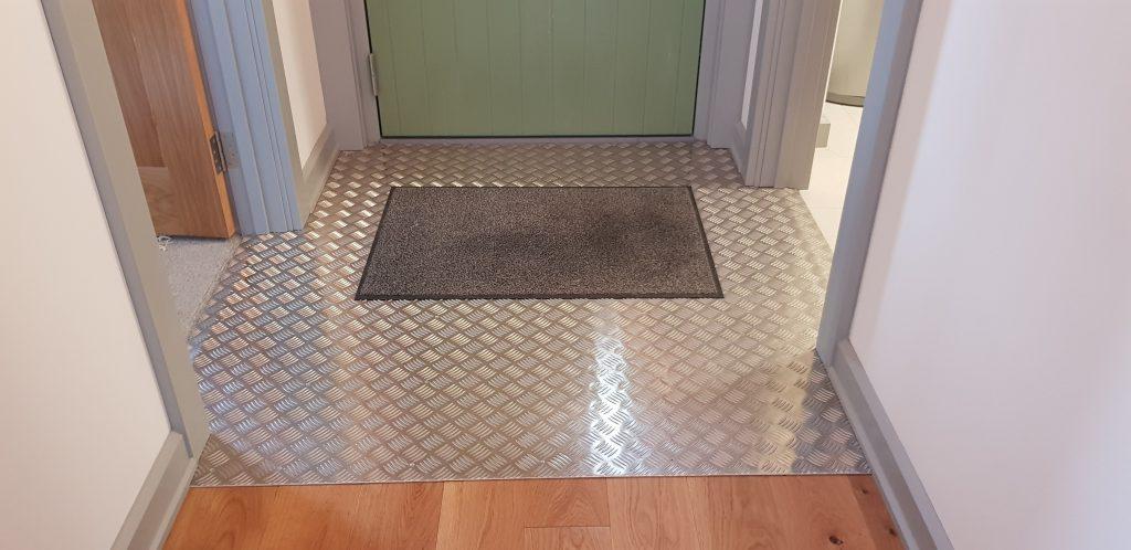 Rear door transitional threshold
